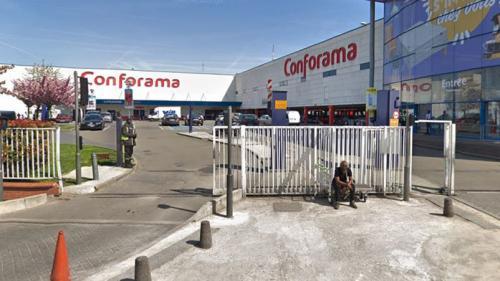 """Fermeture de magasins Conforama : """"On se sent trahis"""" affirment les employés du magasin de Saint-Ouen"""