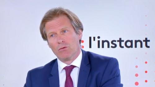 """VIDEO. Migrants : l'ancien directeur de l'Ofpra dénonce """"une espèce de gêne, de fatalisme et de conformisme"""" en Europe"""