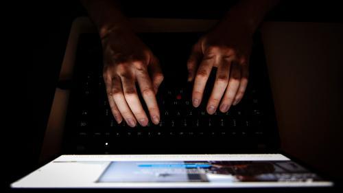 """Haine sur Internet: le gouvernement """"veut faire semblant d'agir et renforcer les moyens de la police pour défendre son image sur Internet"""""""