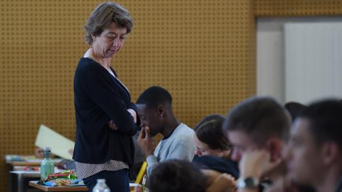 """Notes du bac : Jean-Michel Blanquer """"demande à des fonctionnaires de faire des choses illégales"""" d'après le Snes-FSU"""