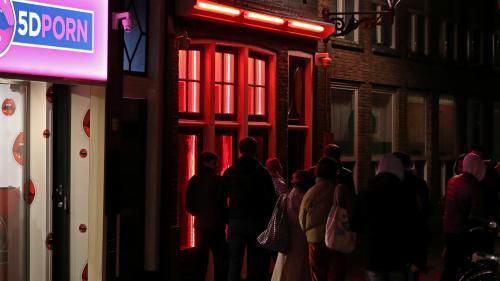 A Amsterdam, la maire suscite le débat en voulant réguler le Quartier rouge et ses travailleuses du sexe en vitrine   https://www.francetvinfo.fr/societe/prostitution/a-amsterdam-la-maire-suscite-le-debat-en-voulant-reguler-le-quartier-rouge-et-ses-travai