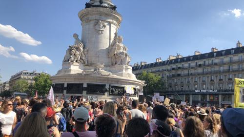 Féminicides : 2 000 personnes rassemblées à Paris pour demander des mesures immédiates