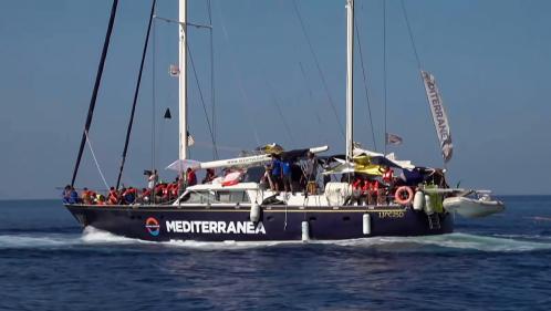 Italie : un nouveau navire humanitaire, avec 41 migrants à bord, accoste de force à Lampedusa