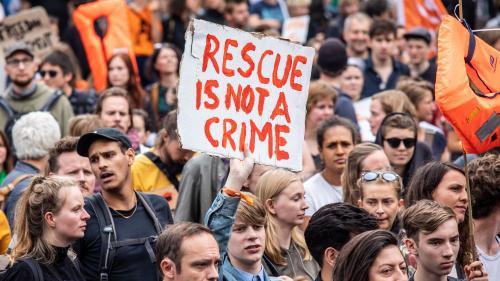 Sauvetage des migrants en Méditerranée : des dizaines de milliers d'Allemands ont défilé pour soutenir les ONG