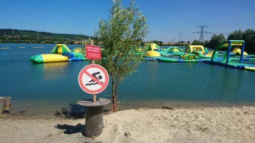 Tarn-et-Garonne: après la fermeture administrative de son parc aquatique, le gérant débarque à la mairie avec un fusil