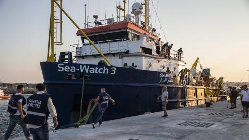 """Migrants : deux capitaines du """"Sea Watch 3"""" vont être décorées par la Ville de Paris"""