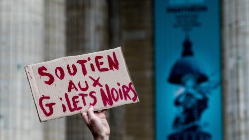 """Trois questions sur les """"gilets noirs"""", le collectif de sans-papiers qui a occupé le Panthéon"""