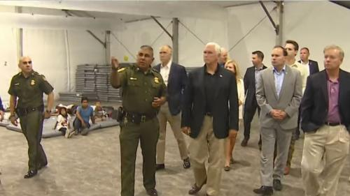 """Etats-Unis : en visite dans un centre de détention, le vice-président estime que les migrants sont """"bien traités""""   https://www.francetvinfo.fr/monde/usa/presidentielle/donald-trump/etats-unis-en-visite-dans-un-centre-de-detention-le-vice-president-estime"""