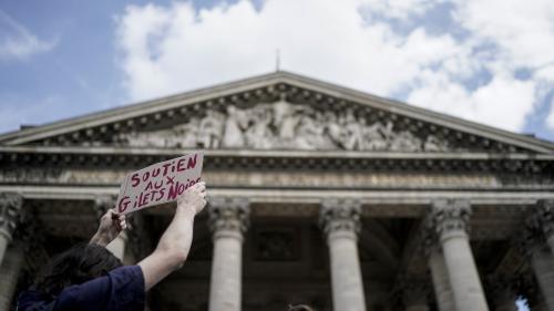 """""""Gilets noirs"""" interpellés au Panthéon : une vingtaine de sans-papiers en rétention administrative"""