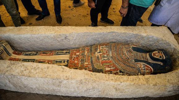 Un sarcophage dans la necropole de Dahshur necropolis au sud du Caire en Egypte, le 13 juillet 2019