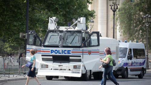 """Défilé du 14-Juillet : des """"gilets jaunes"""" manifestent aux abords des Champs-Elysées"""