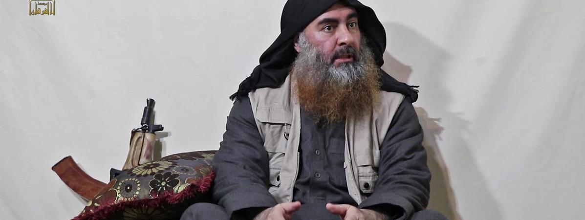 Capture d\'écran d\'une vidéo diffusée le 29 avril 2019 du chef du groupe de l\'Etat islamique, Abou Bakr al-Baghdadi. Il apparaît pour la première fois depuis cinq ans dans un document de propagande.
