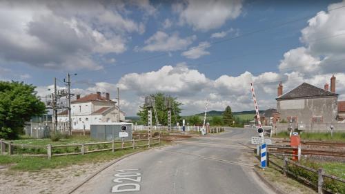 Ce que l'on sait de l'accident entre une voiture et un train qui a tué une femme et trois enfants sur un passage à niveau dans la Marne