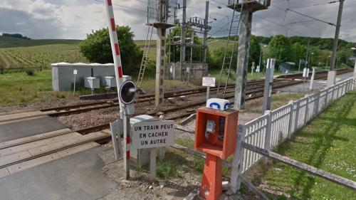 Quatre morts dans la collision entre un train et une voiture à un passage à niveau à Avenay-Val-d'Or, dans la Marne
