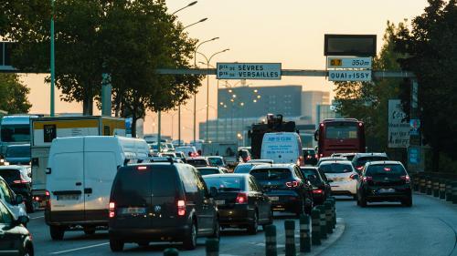 Pollution de l'air : l'Anses alerte sur les dangers de nouvelles particules et recommande de réduire le trafic routier