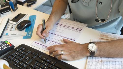 Numerus clausus, stages dans les déserts médicaux, hôpitaux de proximité... Le Parlement adopte définitivement le projet de loi Santé