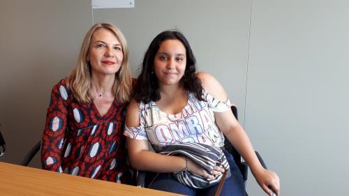 """""""C'est elle qui m'a aidée"""" : Nathalie et Wided, l'éclatant succès de l'accompagnement scolaire pour jeunes issus de milieu modeste"""