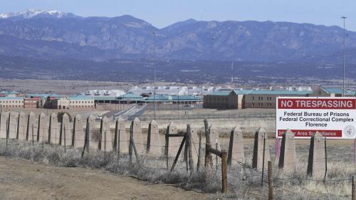 """Le narcotrafiquant mexicain """"El Chapo"""" a été condamné à la prison à perpétuité aux Etats-Unis"""