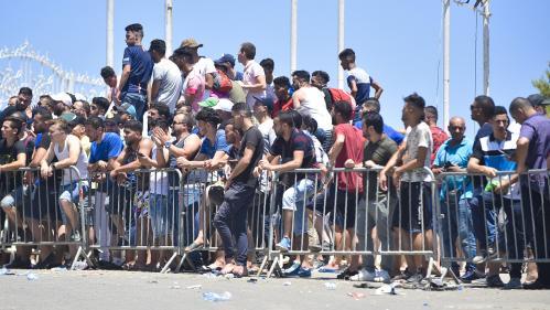 """""""C'est le chaos"""" : en Algérie, la ruée des supporteurs des """"Fennecs"""" sur les billets pour assister à la finale de la CAN"""