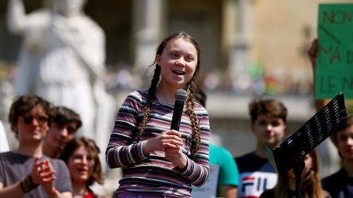Trop jeune, manipulée, payée... Nous avons passé au crible les critiques faites à Greta Thunberg