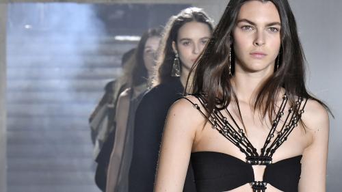 """""""C'est sympa d'avoir moins de fringues de mauvaise qualité dans votre placard"""" : les Américaines adoptent la mode à louer"""