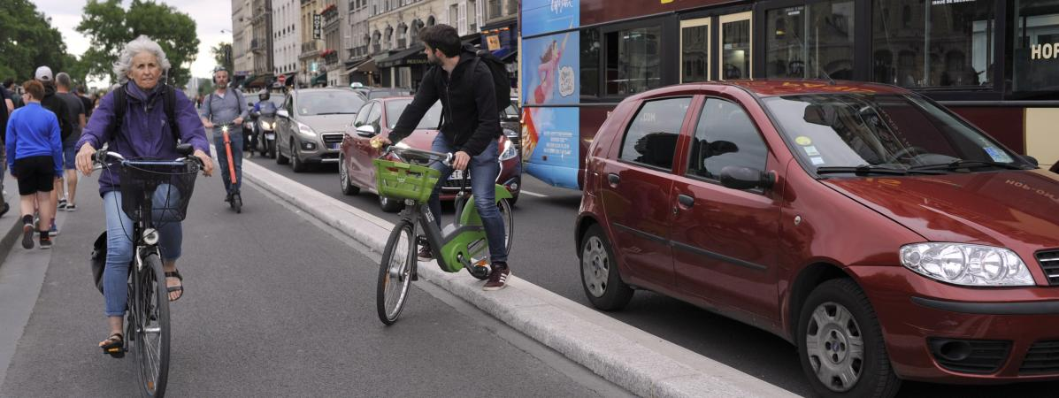 Le Vrai du Faux. Non, la prime versée aux salariés qui viennent au travail à vélo ne serait pas obligatoire...