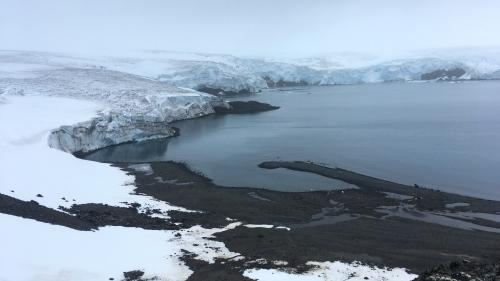 Pour lutter contre la fonte des glaces en Antarctique, une étude propose d'utiliser des canons à neige   https://www.francetvinfo.fr/meteo/climat/pour-lutter-contre-la-fonte-des-glaces-en-antarctique-une-etude-propose-d-utiliser-des-canons-a-neige_3540857