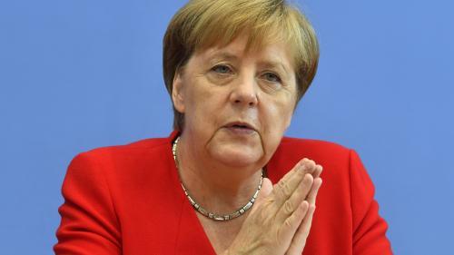 """""""Je suis solidaire des femmes attaquées"""": Angela Merkel dénonce les attaques de Trump contre des élues américaines"""