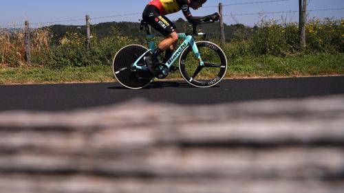 VIDEO. Tour de France 2019 : le Belge Wout van Aert chute violemment dans le contre-la-montre
