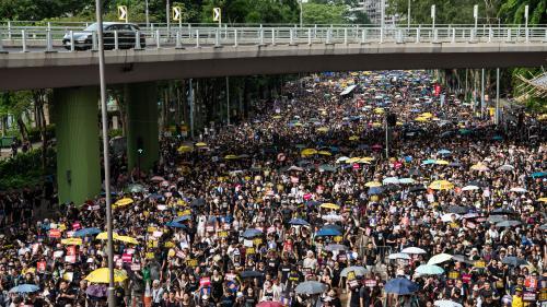 """DIRECT. """"Nous continuerons jusqu'à ce que le gouvernement nous écoute"""" : à Hong Kong, nouvelle marée humaine anti-gouvernementale"""