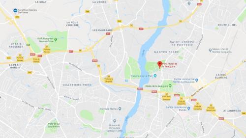 Nantes : un bateau de 30 mètres de long envasé dans l'Erdre à cause du niveau bas de l'eau