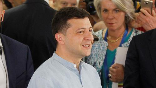 Ukraine : le parti du président Zelensky triomphe aux législatives