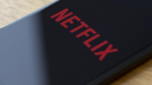 Baisse du nombre d'abonnements, concurrence féroce... Pourquoi Netflix entre dans une phase de turbulences