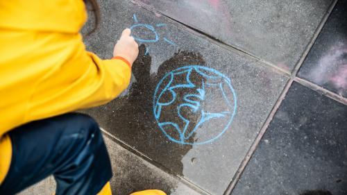 """""""C'est une source d'angoisse pour pas mal d'enfants"""" : comment le réchauffement climatique est enseigné à l'école"""