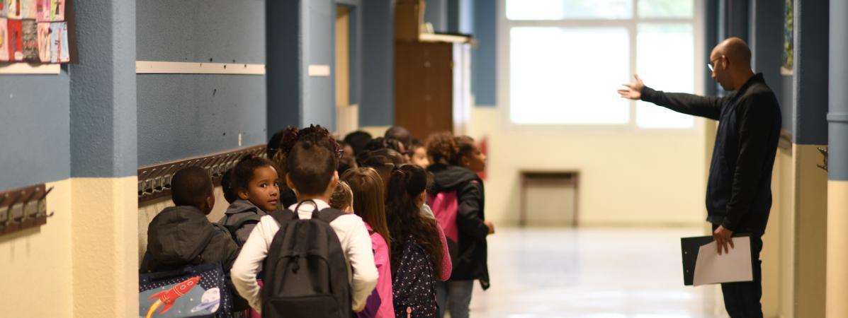 La rentrée des classes dans une école primaire de Corbeil-Essonnes (Essonne), le 4 septembre 2017.