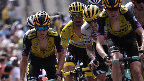Séances de sauna, dix litres d'eau par jour... Comment les cyclistes du Tour de France affrontent la canicule