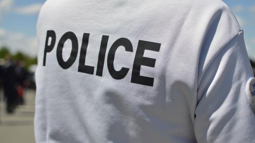 Son fils perd un œil lors d'une manifestation à Béziers, il prend en filature un policier et le menace   https://www.francetvinfo.fr/faits-divers/police/son-fils-perd-un-oeil-lors-dune-manifestationa-beziers-il-prend-en-filature-un-policier-et-le-menace_3