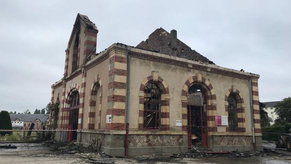 Incendie du haras national de Saint-Lô dans la Manche : l'enquête s'oriente vers une intervention humaine