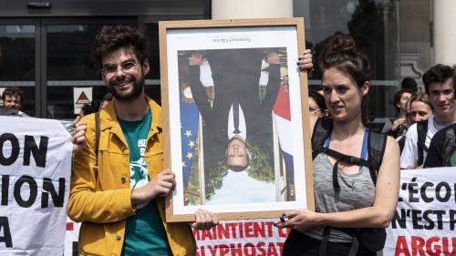 """""""La perspective du réchauffement climatique est beaucoup plus angoissante que celled'aller en prison"""" : des décrocheurs de portraits de Macron jugés à Paris"""