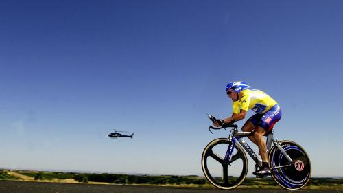On vous raconte le Tour de France 2003, année caniculaire où Lance Armstrong a eu vraiment chaud pour son maillot jaune