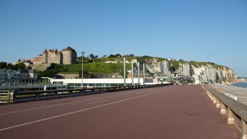 DIRECT. Dieppe, Roissy, Trappes... Plusieurs villes du centre, de l'est et du nord de la France battent des records absolus de température au plus frais de la nuit