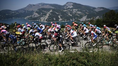 DIRECT. Pinot, Bernal, Thomas... Le maillot jaune d'Alaphilippe dans le viseur des chasseurs alpins. Regardez la 19e étape du Tour de France