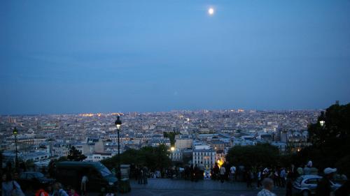 """""""Il y a certains quartiers parisiens où la température n'est pas descendue en-dessous de 28 degrés"""" cette nuit"""