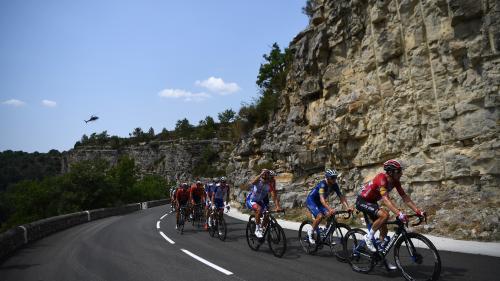 Tour de France : les coureurs s'attaquent au mythique Izoard, l'échappée creuse l'écart