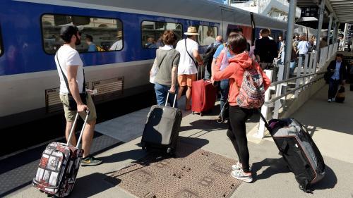 """""""C'est impossible de décaler"""" : les usagers de la SNCF ont tous une bonne raison de ne pas modifier leur billet malgré la canicule"""