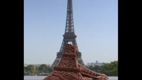 VIDEO. Canicule : une télé américaine fait fondre une tour Eiffel en chocolat pour illustrer la canicule à Paris