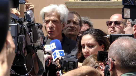 Le frère d\'Emanuela Orlandi, Pietro Orlandi, répond aux journalistes à proximité du Cimetière teutonique au Vatican (Italie), le 11 juillet 2019.