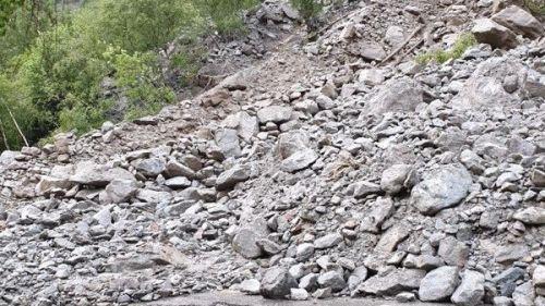 Hautes-Alpes : 29 personnes hélitreuillées après des coulées de boue, des centaines de véhicules bloqués