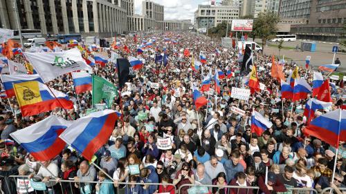 """""""C'est tout ce qu'il nous reste"""" : à Moscou, les opposants descendent dans la rue pour réclamer des élections libres"""