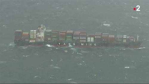 VIDEO. Enquête sur le scandale des conteneurs perdus en mer qui souillent les côtes françaises